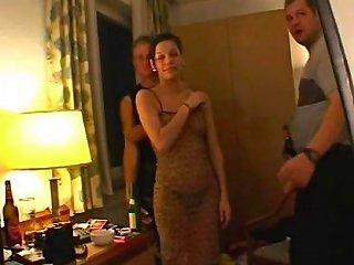 Amateur Girlfriend Sucks And Fucks In A Hotel Room